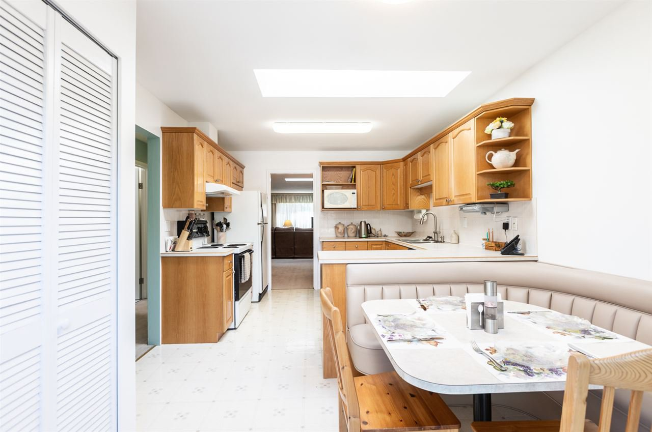 Main Photo: 6681 SPERLING Avenue in Burnaby: Upper Deer Lake House 1/2 Duplex for sale (Burnaby South)  : MLS®# R2391156