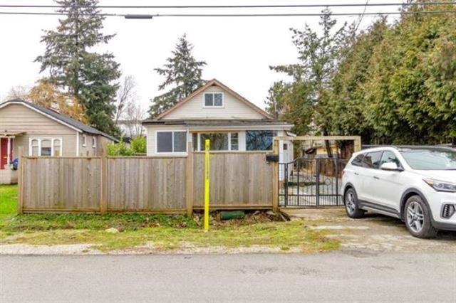 Main Photo: : House for sale : MLS®# R2411465