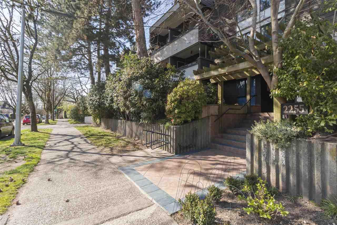 Main Photo: 203 2255 W 8TH Avenue in Vancouver: Kitsilano Condo for sale (Vancouver West)  : MLS®# R2447645