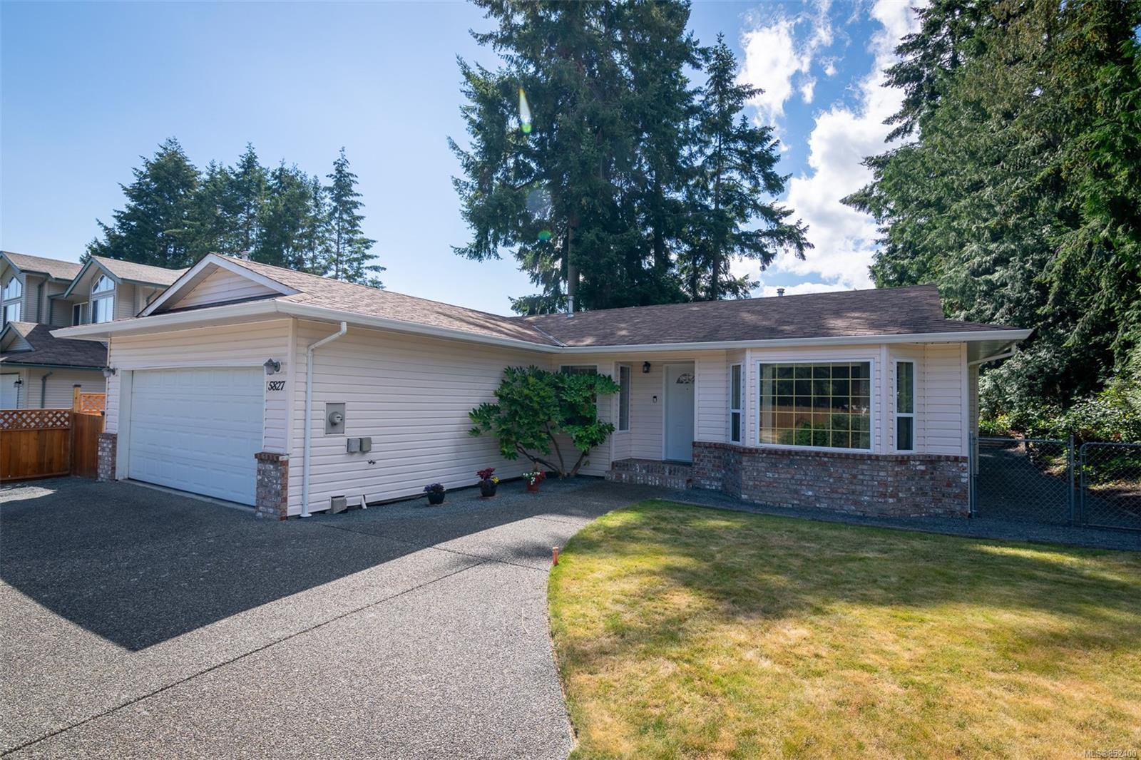 Main Photo: 5827 Brookwood Dr in : Na Uplands Single Family Detached for sale (Nanaimo)  : MLS®# 852400