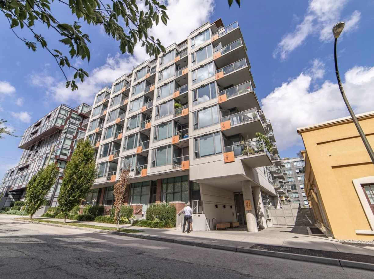 """Main Photo: 411 251 E 7TH Avenue in Vancouver: Mount Pleasant VE Condo for sale in """"The District"""" (Vancouver East)  : MLS®# R2507937"""