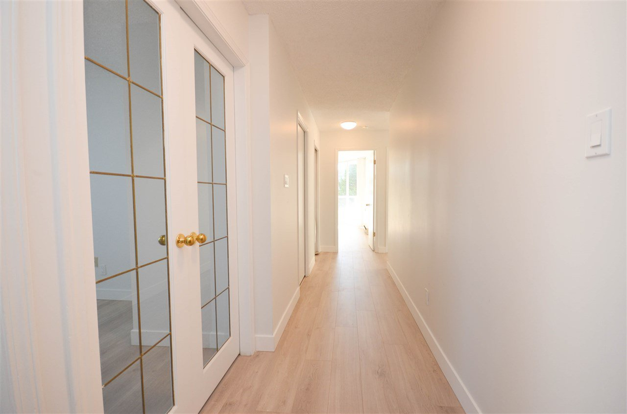 """Main Photo: 201 1045 QUAYSIDE Drive in New Westminster: Quay Condo for sale in """"QUAYSIDE TOWERS1"""" : MLS®# R2400263"""