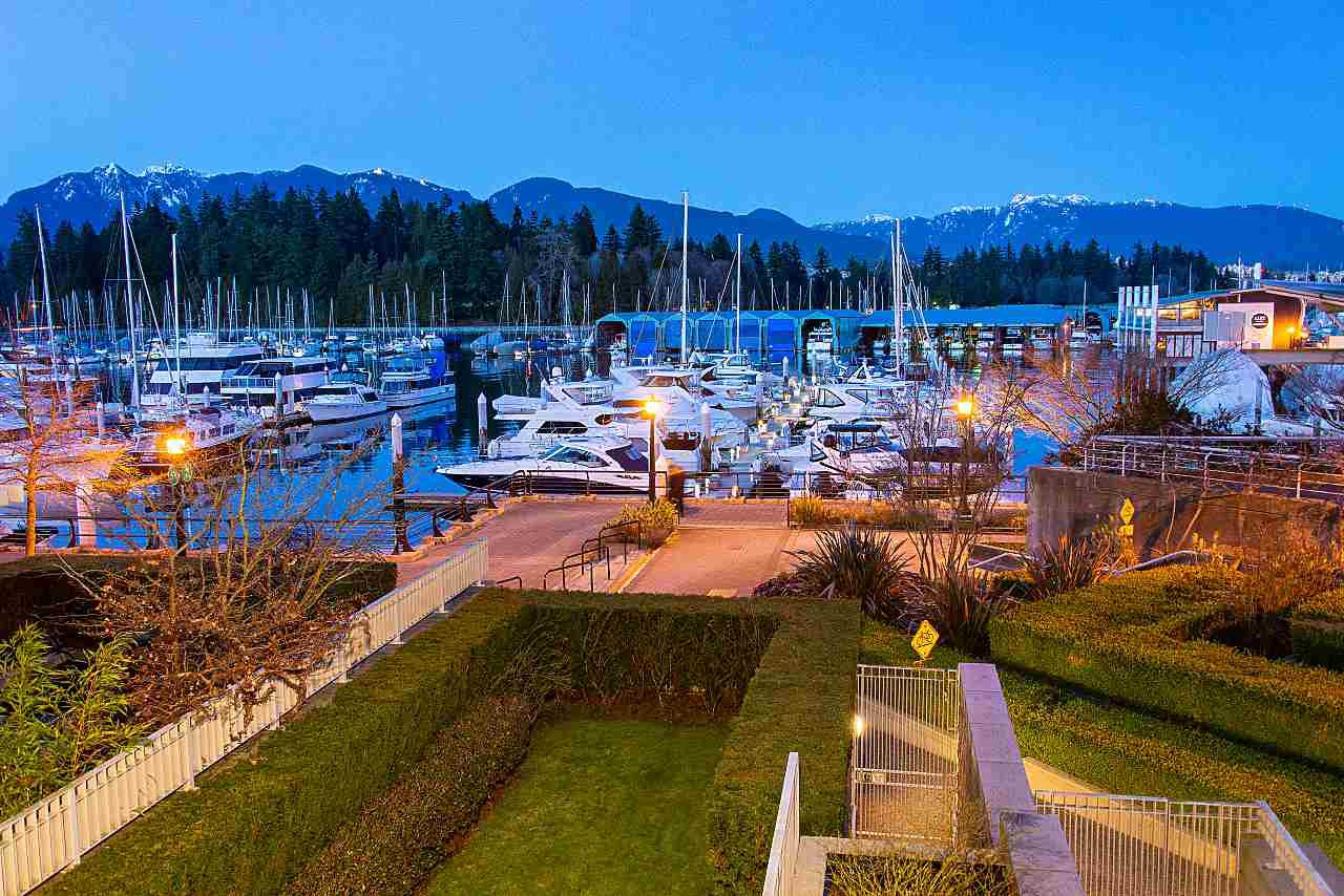 "Main Photo: 104 1717 BAYSHORE Drive in Vancouver: Coal Harbour Townhouse for sale in ""BAYSHORE GARDENS"" (Vancouver West)  : MLS®# R2432770"