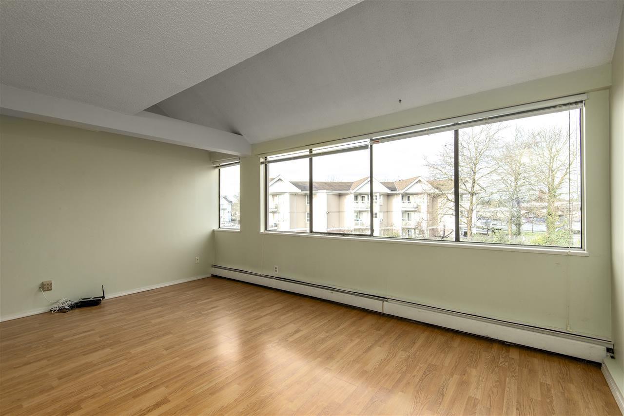 Main Photo: 15 17700 60 Avenue in Surrey: Cloverdale BC Condo for sale (Cloverdale)  : MLS®# R2455804