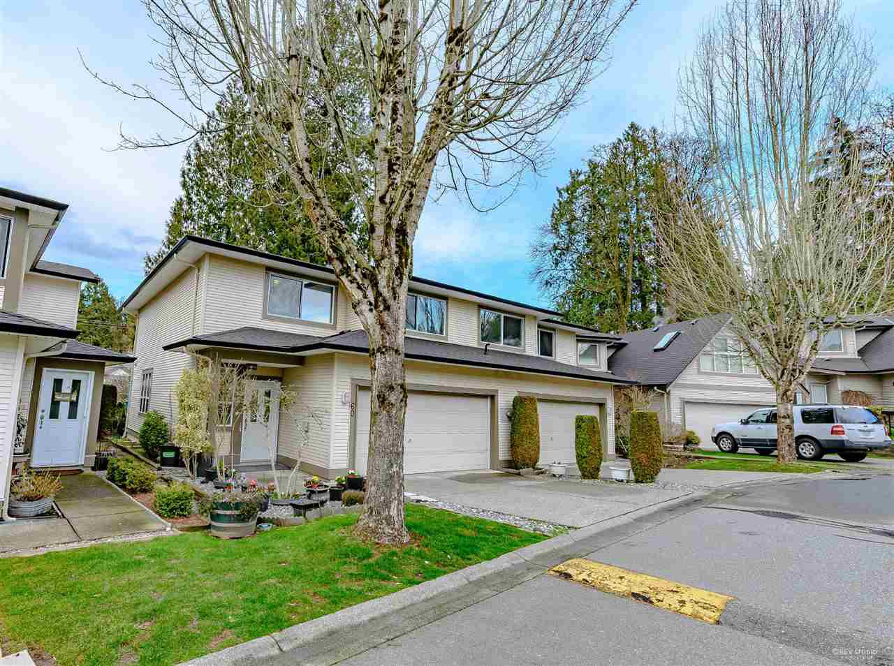"Main Photo: 60 20881 87 Avenue in Langley: Walnut Grove Townhouse for sale in ""KEW GARDENS"" : MLS®# R2442958"