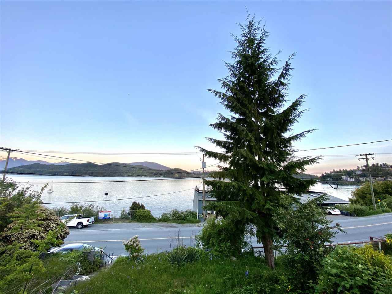 Main Photo: 517 MARINE Drive in Gibsons: Gibsons & Area House for sale (Sunshine Coast)  : MLS®# R2454802