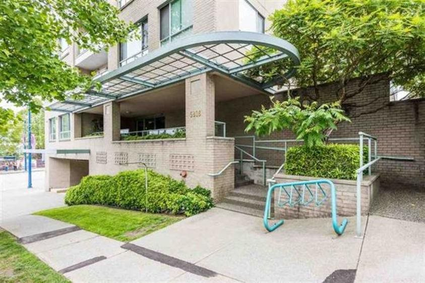 Main Photo: PH6 5818 LINCOLN STREET in : Killarney VE Condo for sale : MLS®# R2375687