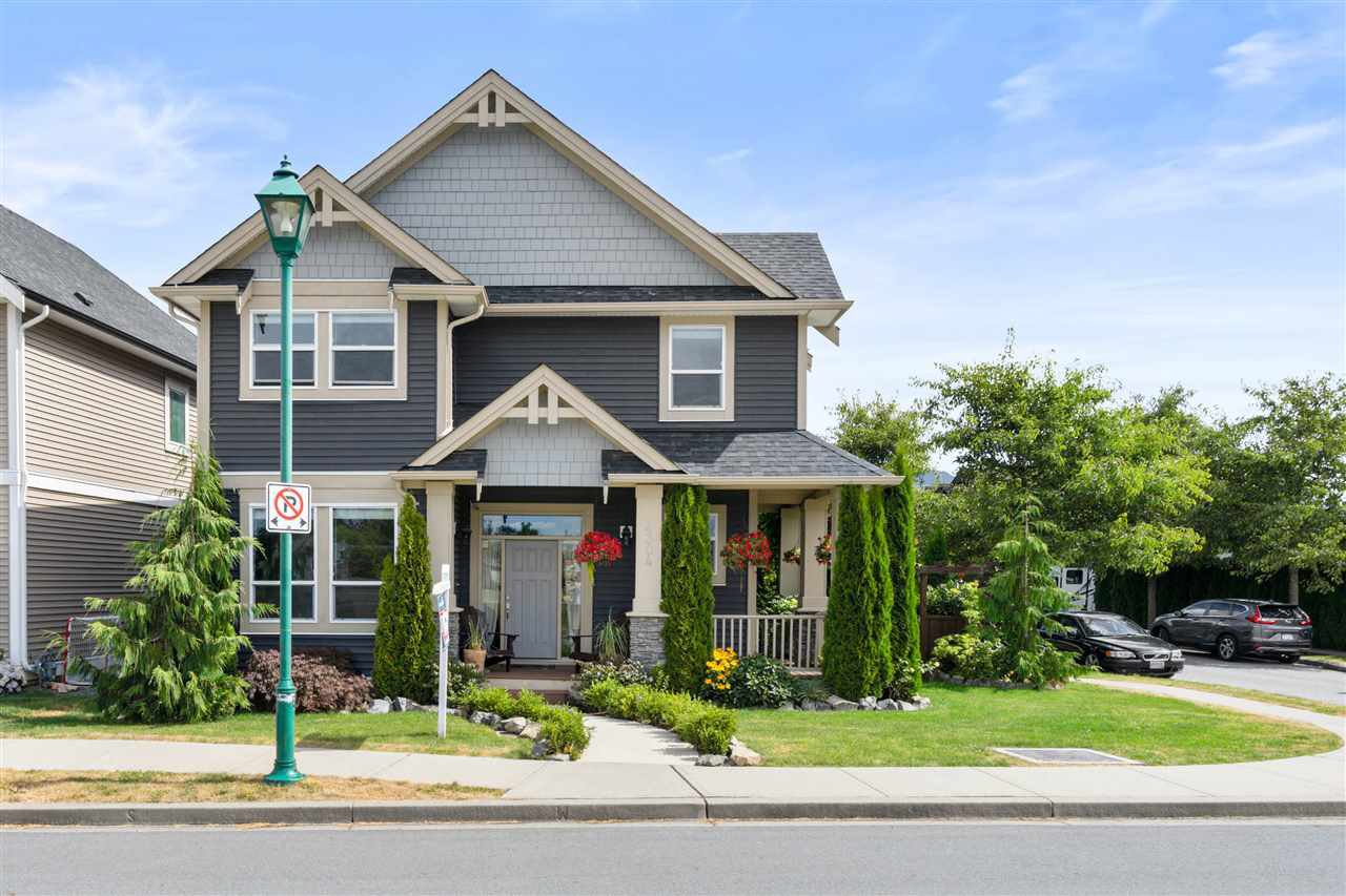 """Main Photo: 4304 STEPHEN LEACOCK Drive in Abbotsford: Abbotsford East House for sale in """"Auguston"""" : MLS®# R2483703"""