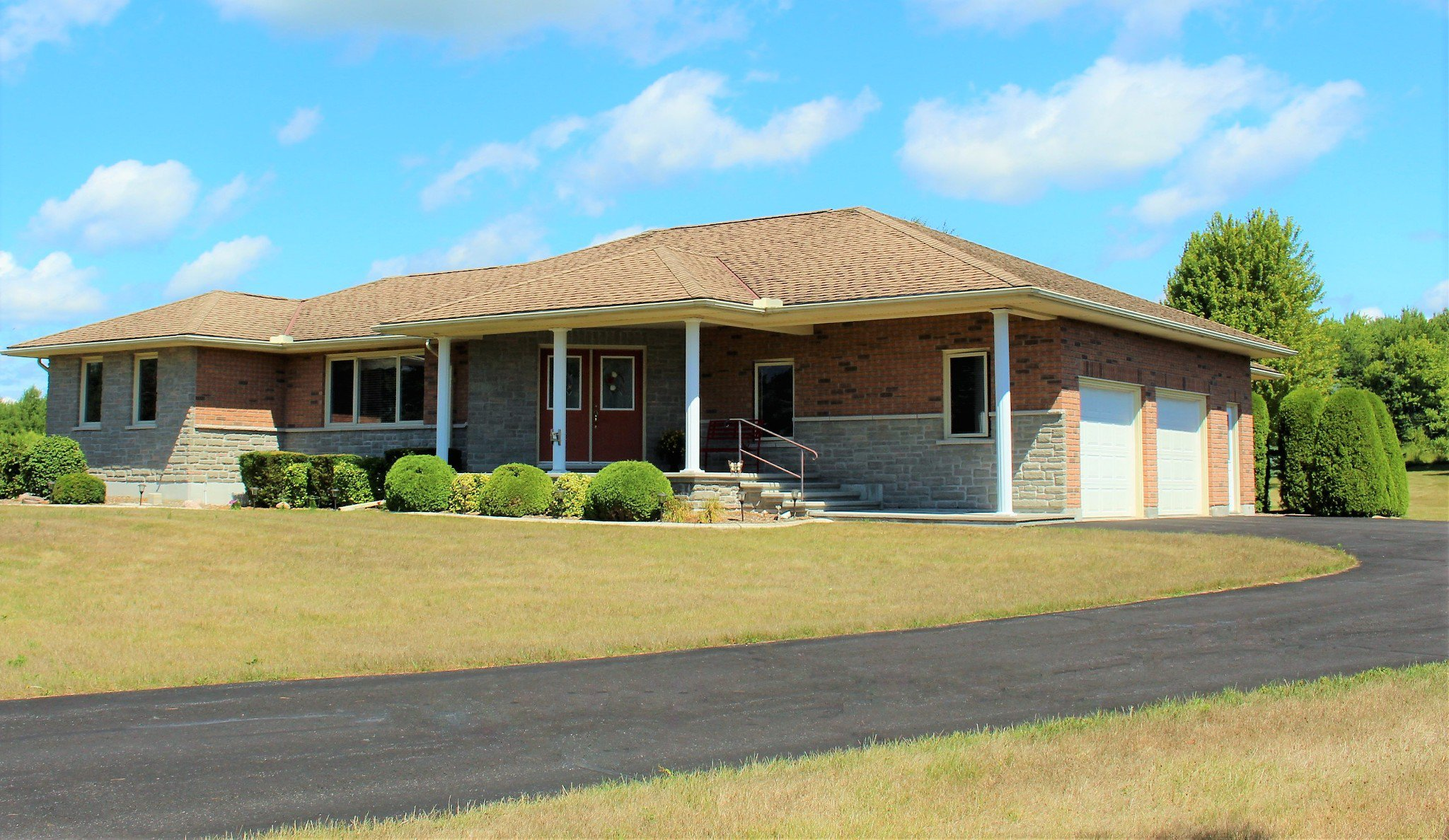 Photo 1: Photos: 159 Nawautin Drive in Grafton: Residential Detached for sale : MLS®# 40012652