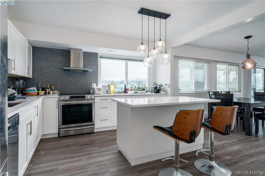 Main Photo: 1438 Finlayson Street in VICTORIA: Vi Mayfair Single Family Detached for sale (Victoria)  : MLS®# 416259