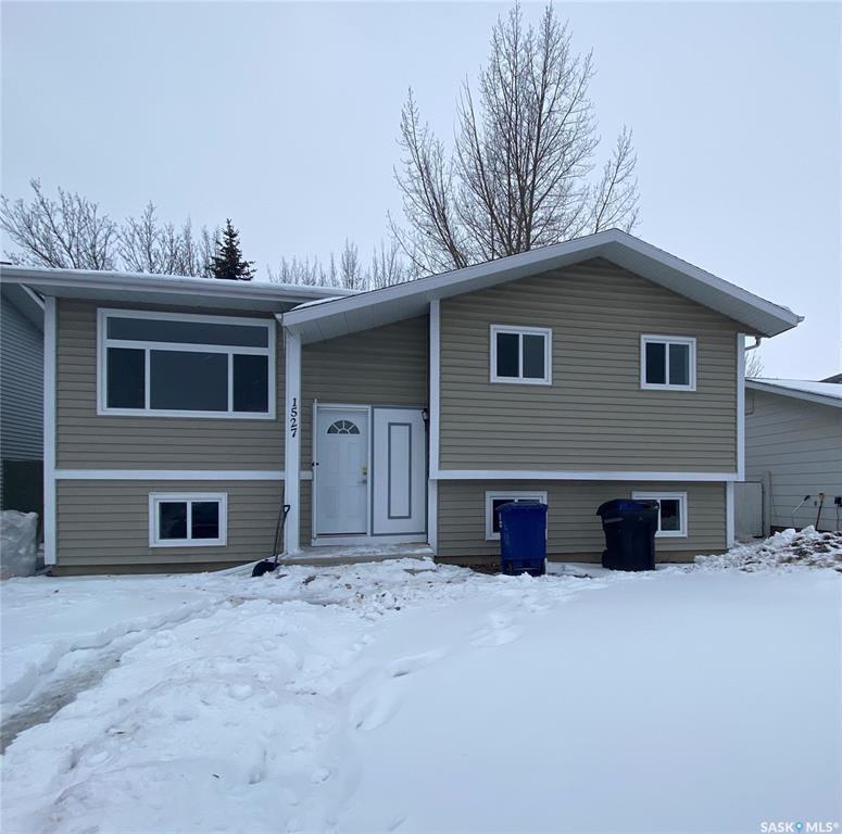Main Photo: 1527 Junor Avenue in Saskatoon: Dundonald Residential for sale : MLS®# SK793826