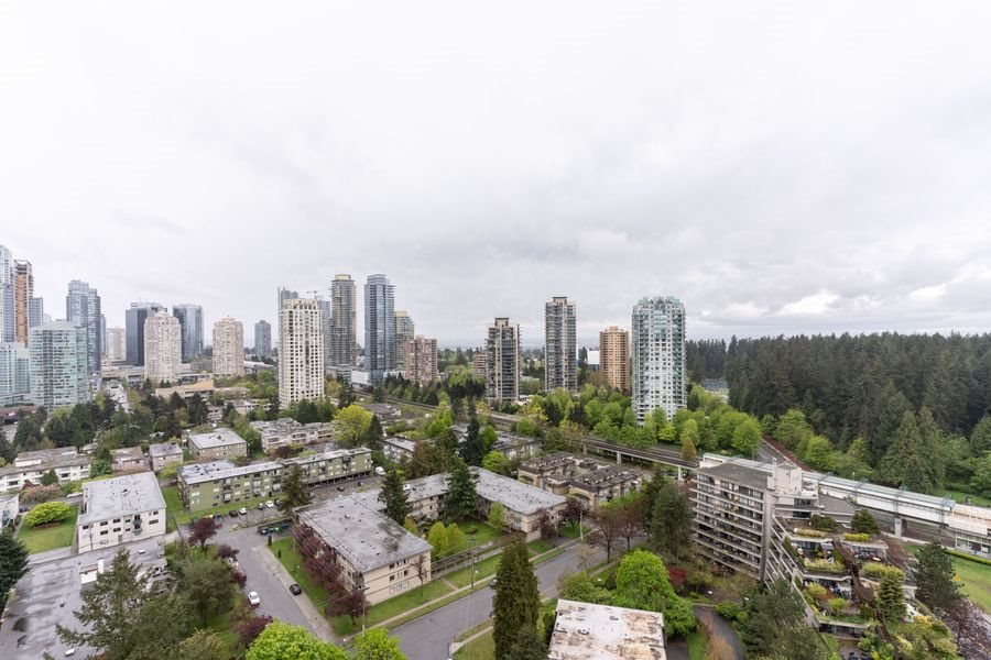 "Main Photo: 2705 5883 BARKER Avenue in Burnaby: Metrotown Condo for sale in ""ALDYNE ON THE PARK"" (Burnaby South)  : MLS®# R2453440"