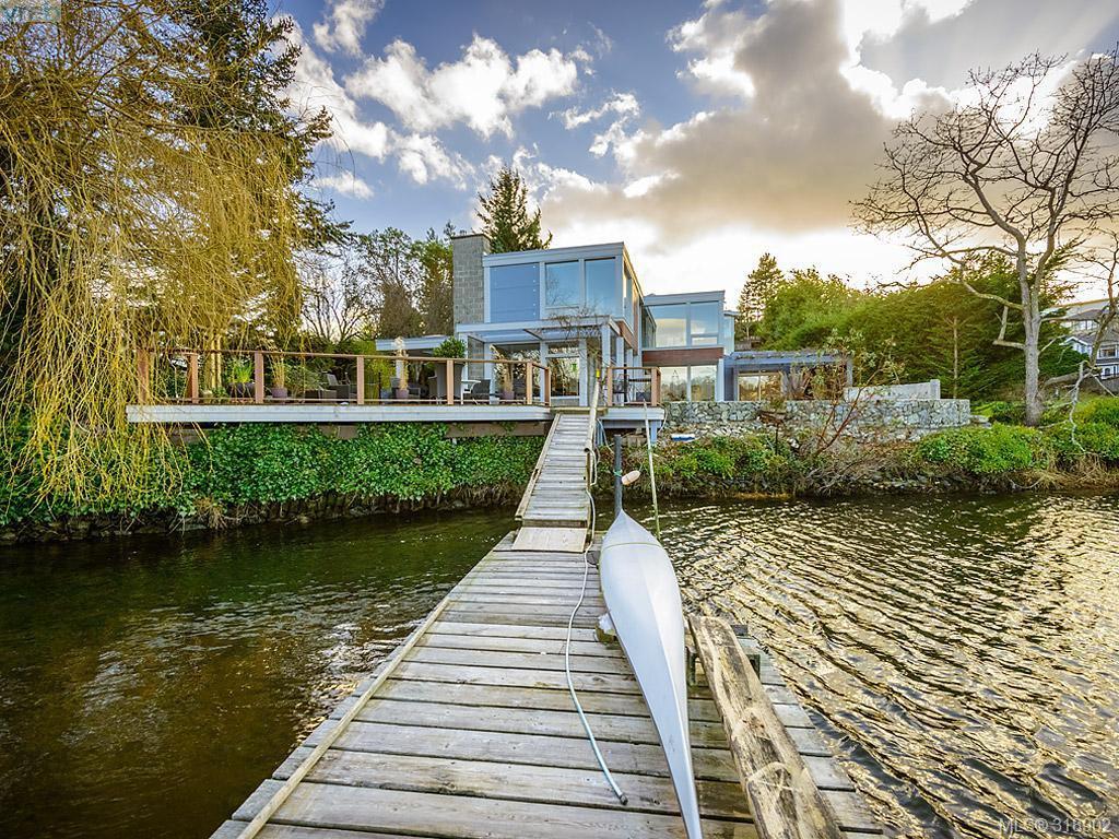 Main Photo: 948 Garthland Rd in Victoria: Es Kinsmen Park House for sale (Esquimalt)  : MLS®# 318902