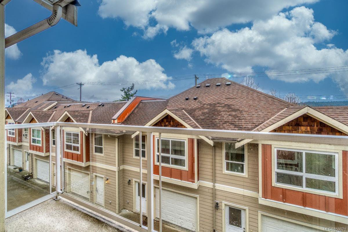 Main Photo: E 9 WHITE St in : Du Ladysmith Row/Townhouse for sale (Duncan)  : MLS®# 859071