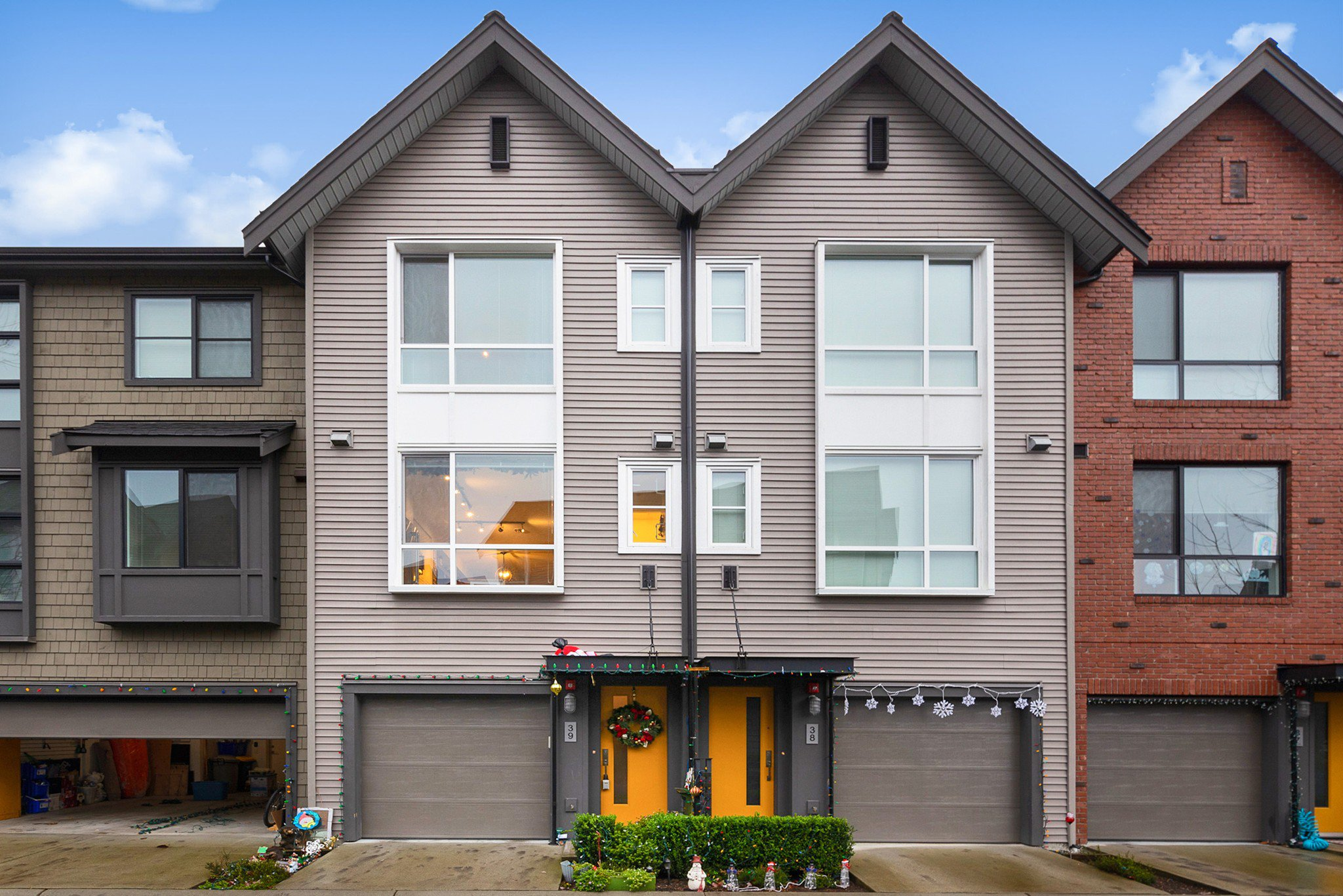 "Main Photo: 39 2380 RANGER Lane in Port Coquitlam: Riverwood Townhouse for sale in ""FREEMONT INDIGO"" : MLS®# R2522566"