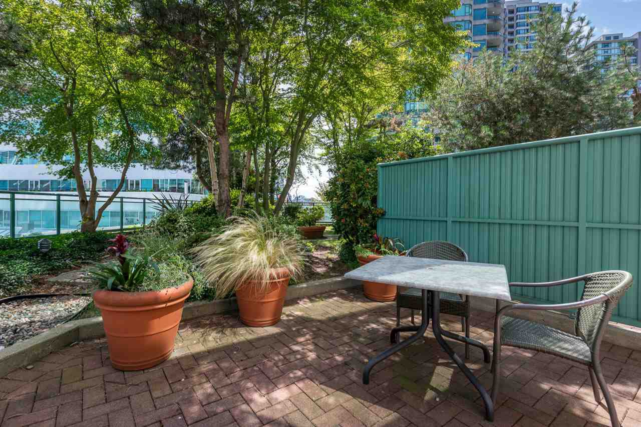 "Main Photo: 314 838 HAMILTON Street in Vancouver: Downtown VW Condo for sale in ""ROSEDALE ON ROBSON"" (Vancouver West)  : MLS®# R2391016"