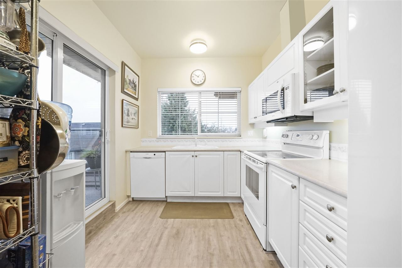 "Photo 10: Photos: 313 4745 54A Street in Delta: Delta Manor Condo for sale in ""ADLINGTON COURT"" (Ladner)  : MLS®# R2415220"