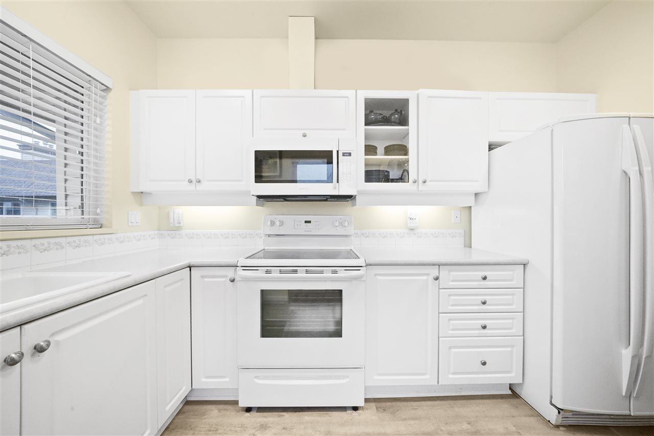 "Main Photo: 313 4745 54A Street in Delta: Delta Manor Condo for sale in ""ADLINGTON COURT"" (Ladner)  : MLS®# R2415220"