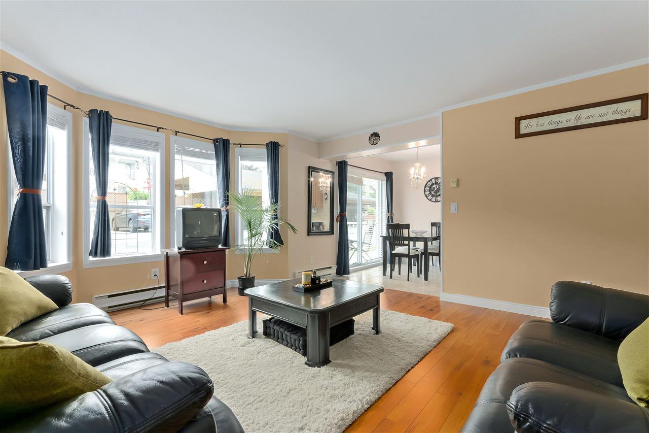 """Main Photo: 3 12296 224 Street in Maple Ridge: East Central Townhouse for sale in """"THE COLONIAL"""" : MLS®# R2426514"""