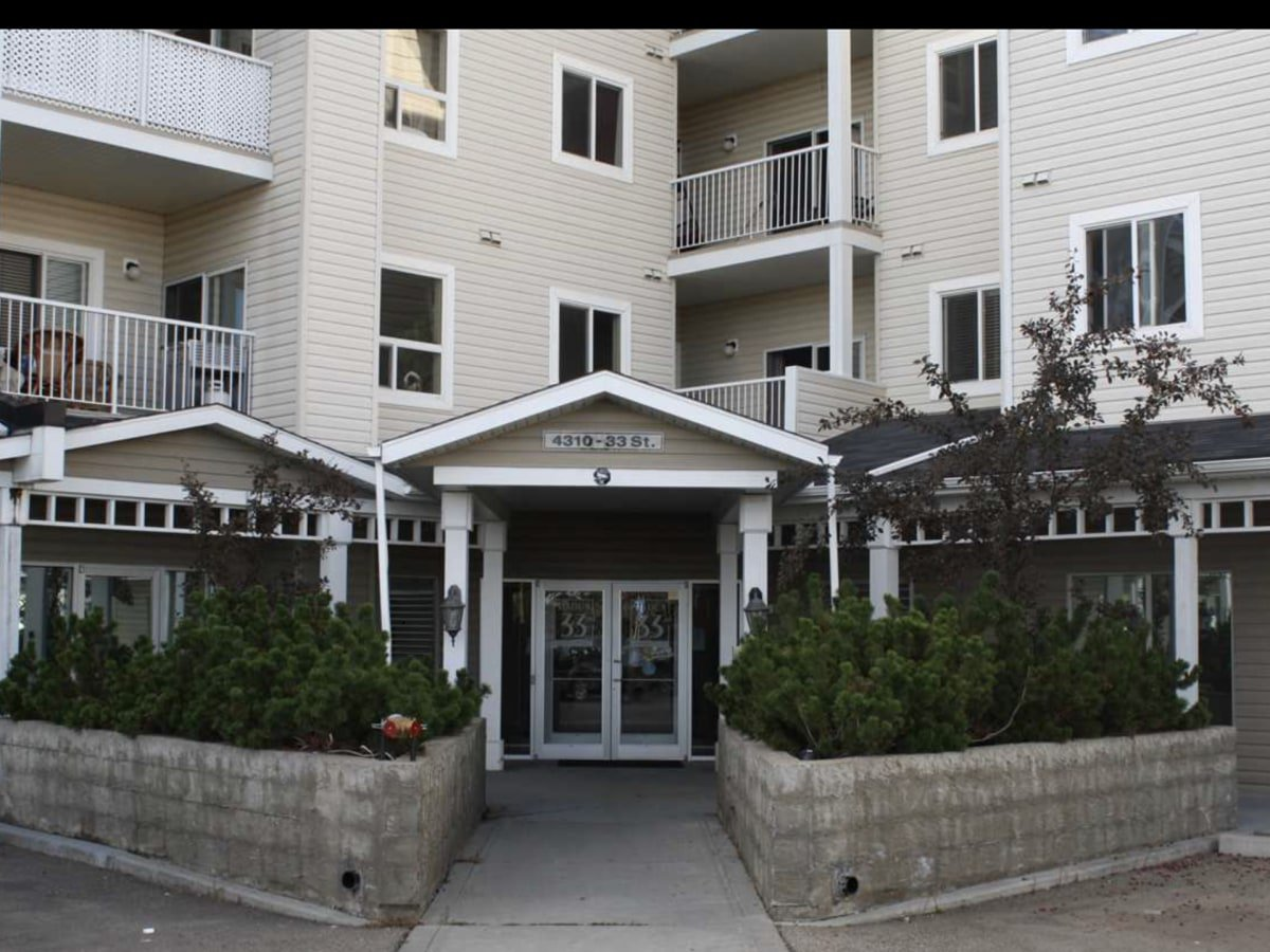 Main Photo: 4310 - 33 Street in Stony Plain: Condo for rent