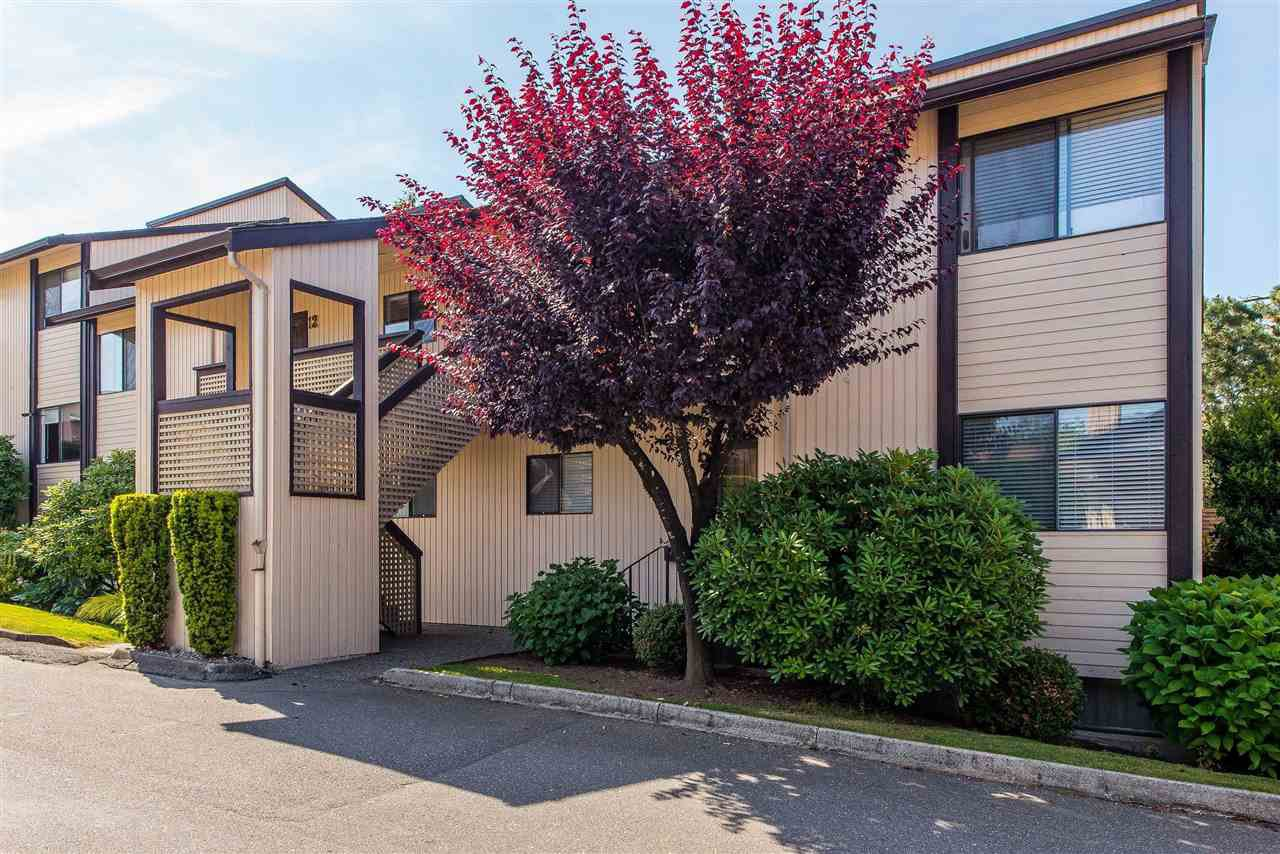 """Main Photo: 9 2962 NELSON Place in Abbotsford: Central Abbotsford Townhouse for sale in """"Willband Creek Estates"""" : MLS®# R2410233"""