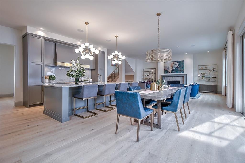Main Photo: 2420 CARLETON Street SW in Calgary: Upper Mount Royal Detached for sale : MLS®# C4303455