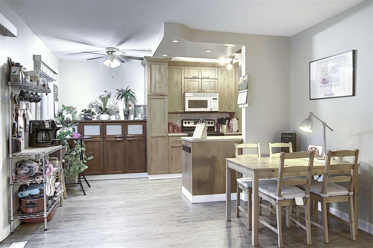 Main Photo:  in Edmonton: Zone 22 Townhouse for sale : MLS®# E4209437