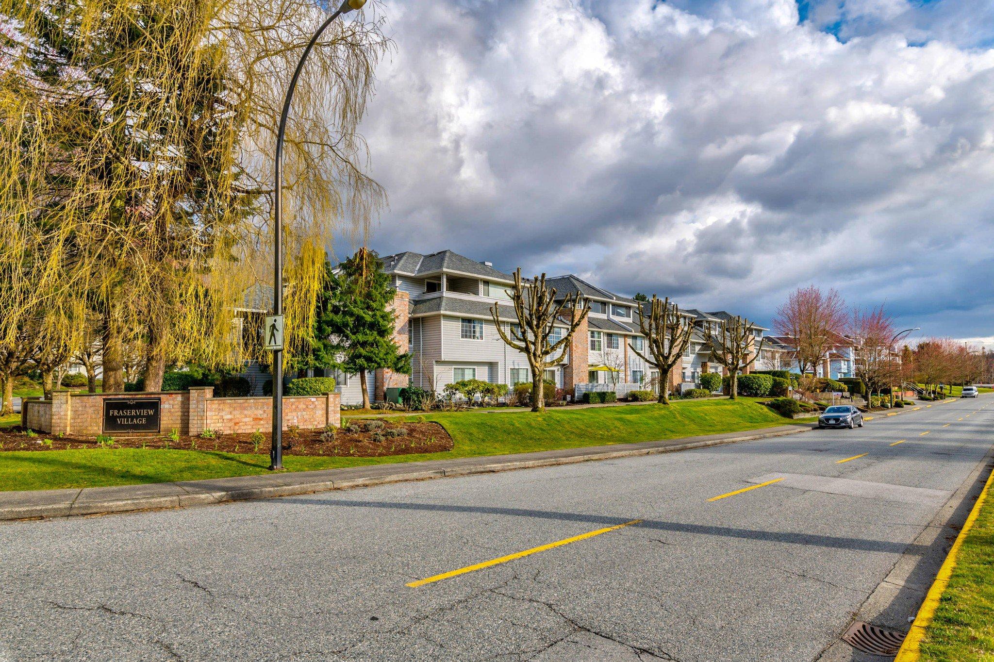 Photo 2: Photos: 203 11578 225 STREET in Maple Ridge: Condo for sale : MLS®# R2447700