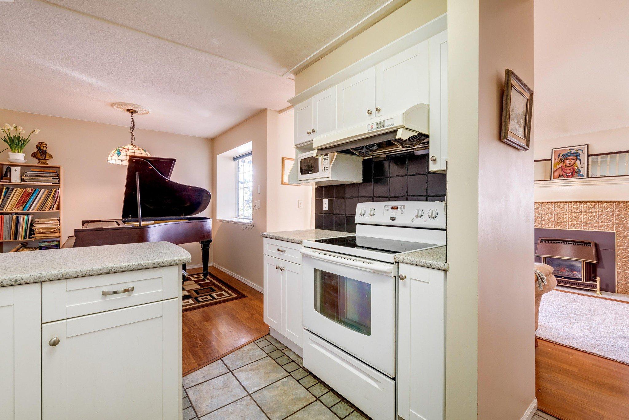 Photo 13: Photos: 203 11578 225 STREET in Maple Ridge: Condo for sale : MLS®# R2447700