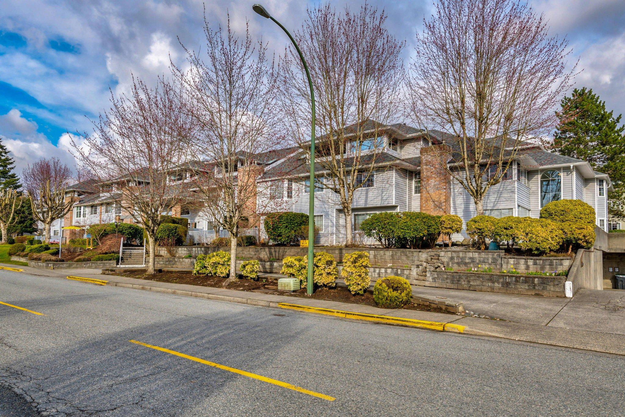 Photo 3: Photos: 203 11578 225 STREET in Maple Ridge: Condo for sale : MLS®# R2447700
