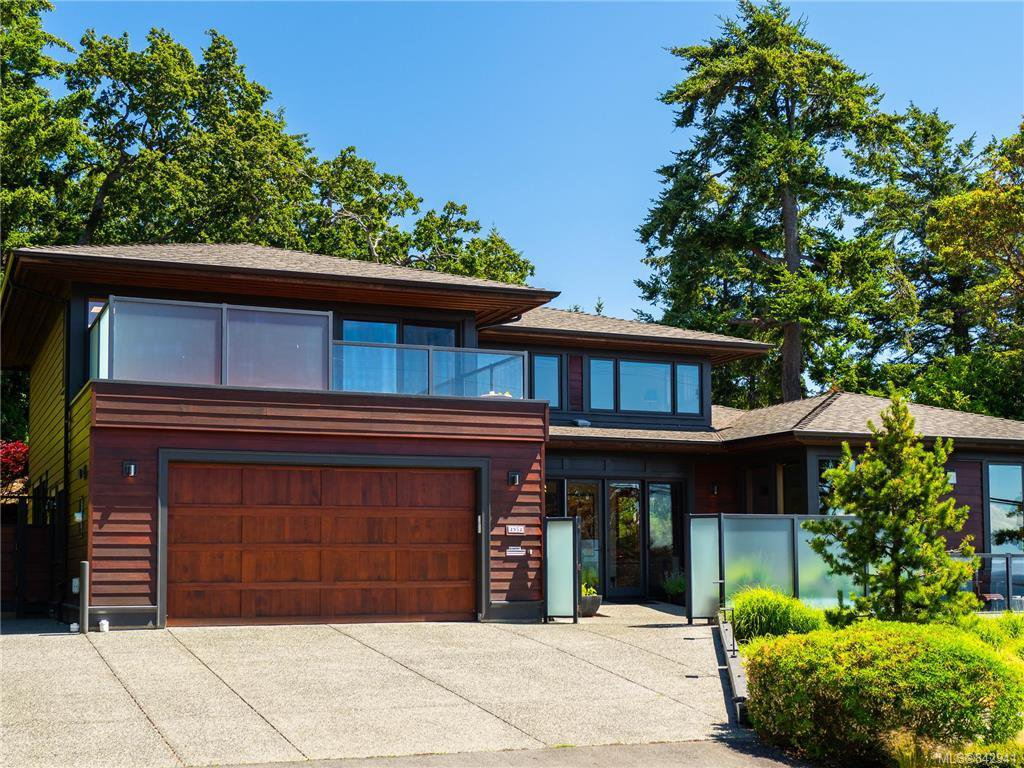Main Photo: 2952 Tudor Ave in Saanich: SE Ten Mile Point Single Family Detached for sale (Saanich East)  : MLS®# 842941