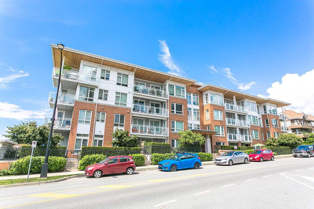 "Main Photo: 307 717 CHESTERFIELD Avenue in North Vancouver: Central Lonsdale Condo for sale in ""Residences at Queen Mary"" : MLS®# R2408996"