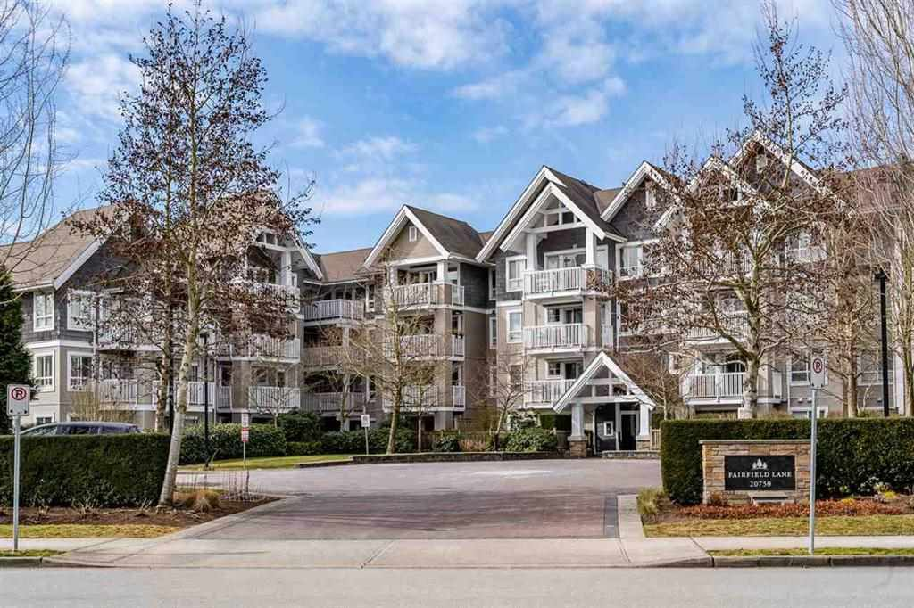 "Main Photo: 403 20750 DUNCAN Way in Langley: Langley City Condo for sale in ""Fairfield Lane"" : MLS®# R2428188"