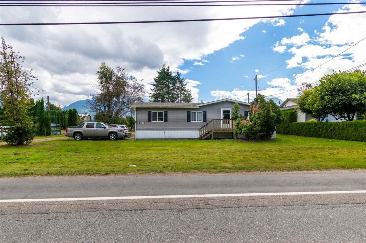 Main Photo: 44900 SOUTH SUMAS Road in Chilliwack: Sardis West Vedder Rd Manufactured Home for sale (Sardis)  : MLS®# R2494268