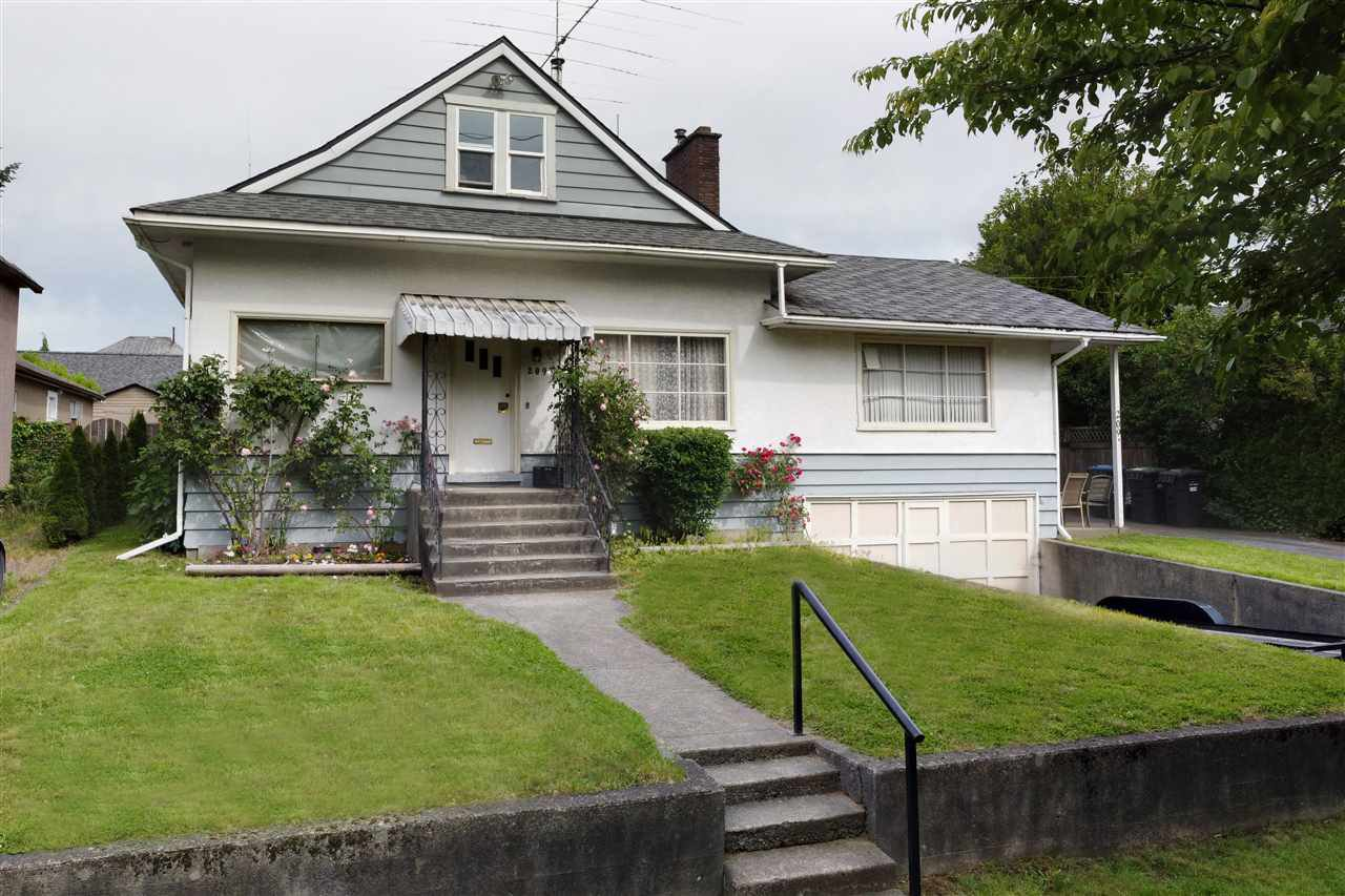 """Main Photo: 209 FIFTH Avenue in New Westminster: Queens Park House for sale in """"Queen's Park"""" : MLS®# R2496935"""