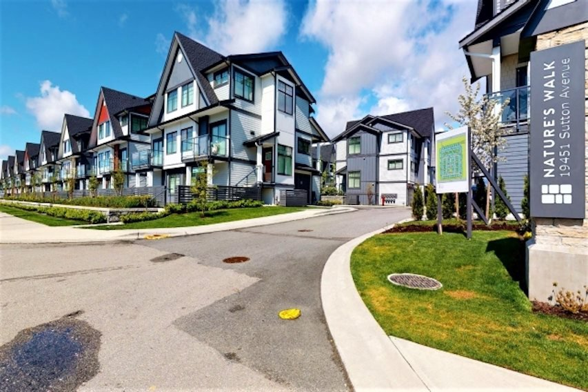 "Main Photo: 38 19451 SUTTON Avenue in Pitt Meadows: South Meadows Townhouse for sale in ""NATURE'S WALK"" : MLS®# R2526032"