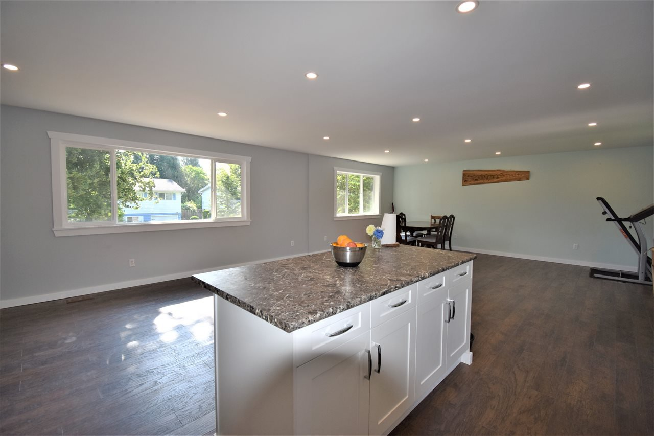 Photo 6: Photos: 12147 GREENWELL Street in Maple Ridge: East Central House for sale : MLS®# R2389801