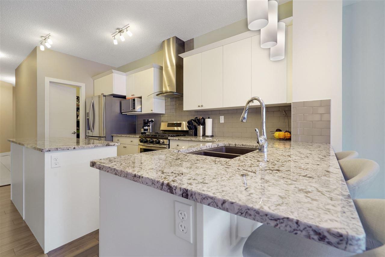 Main Photo: 1567 CHAPMAN Way in Edmonton: Zone 55 House for sale : MLS®# E4184277