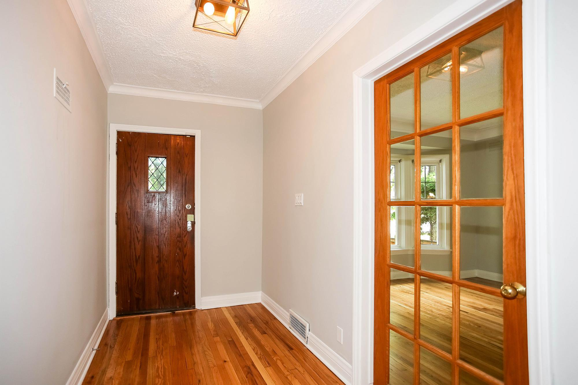 Photo 2: Photos: 155 Borebank Street in Winnipeg: River Heights Single Family Detached for sale (1C)  : MLS®# 202017166