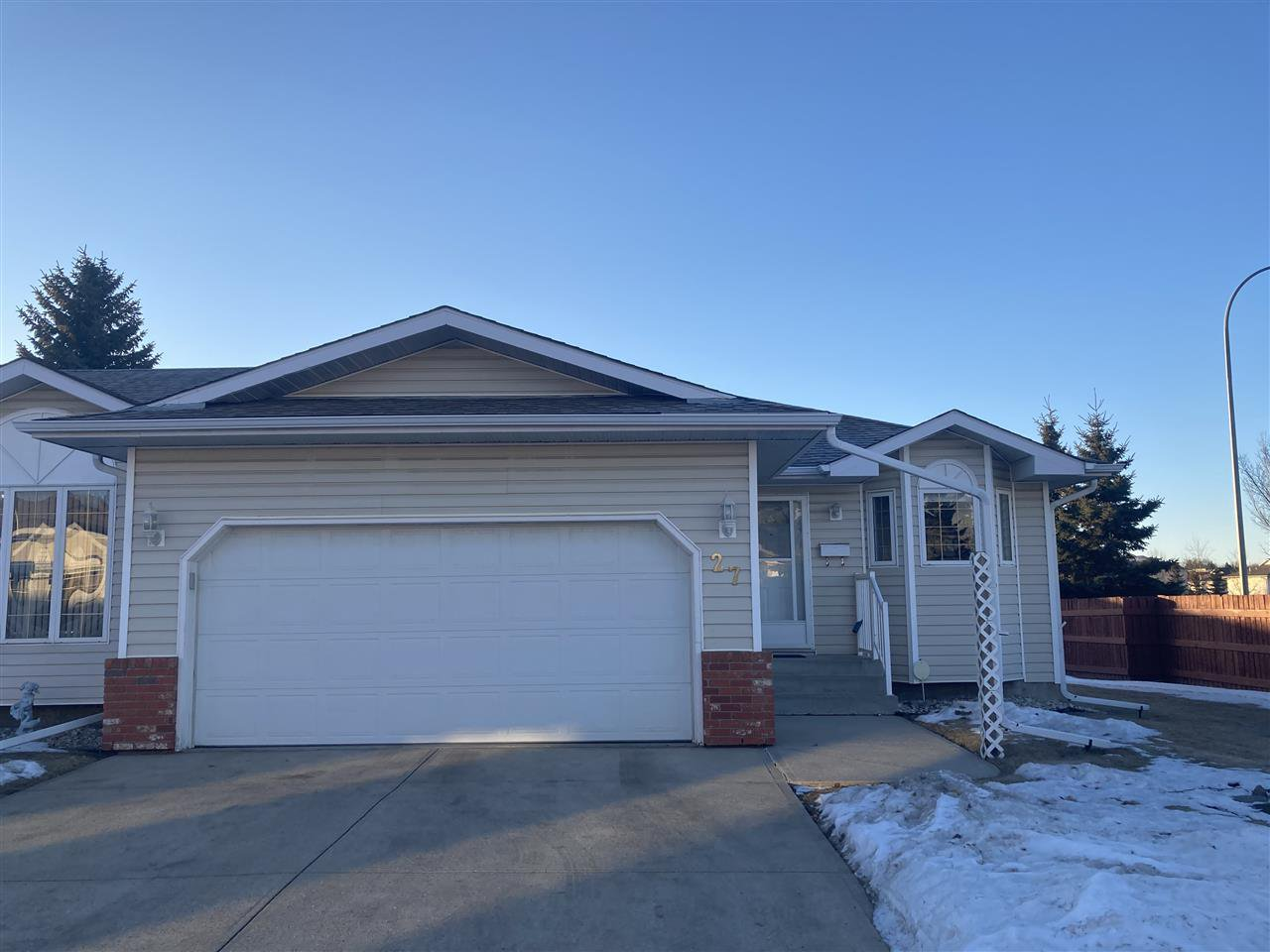 Main Photo: 27 7 Cranford Way: Sherwood Park Townhouse for sale : MLS®# E4224288