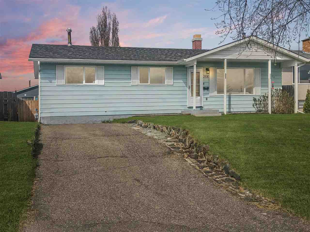 """Main Photo: 208 CLARK Crescent in Prince George: Heritage House for sale in """"Heritage"""" (PG City West (Zone 71))  : MLS®# R2453310"""
