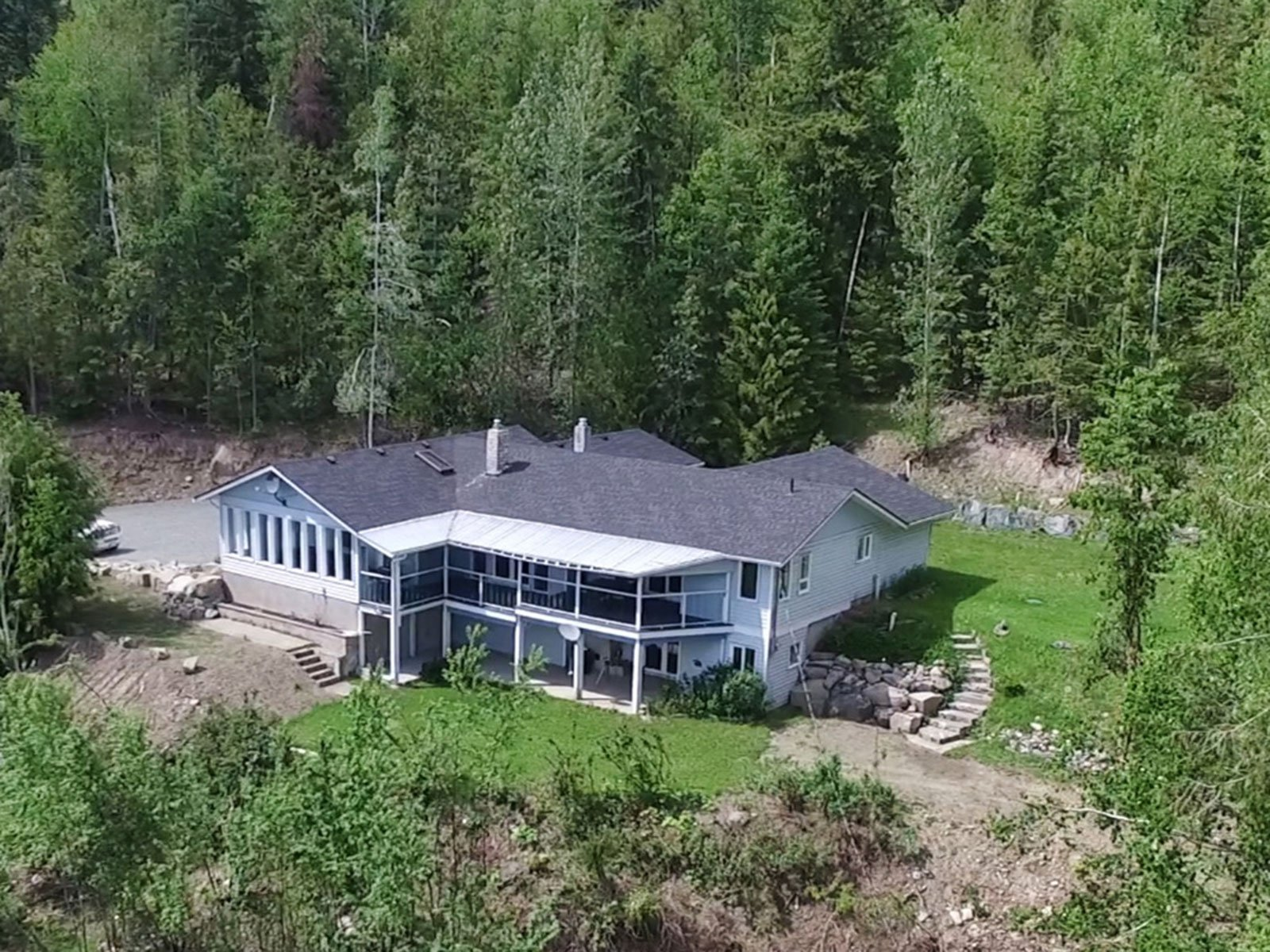 Photo 1: Photos: 6831 Magna Bay Drive in Magna Bay: House with Acreage for sale : MLS®# 10205520