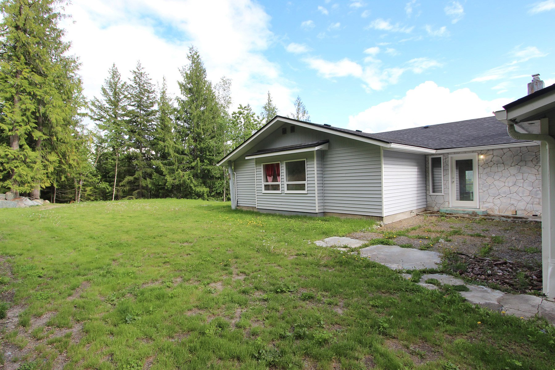 Photo 18: Photos: 6831 Magna Bay Drive in Magna Bay: House with Acreage for sale : MLS®# 10205520