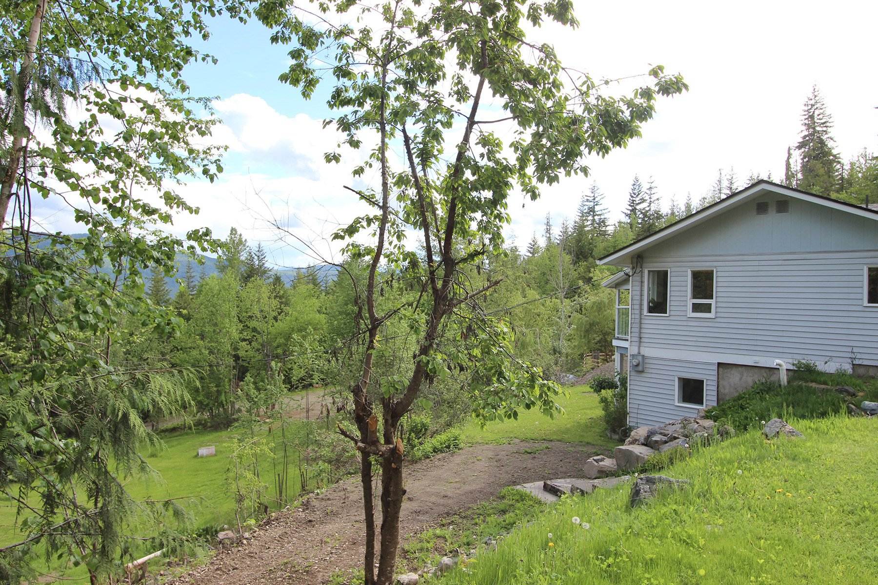Photo 5: Photos: 6831 Magna Bay Drive in Magna Bay: House with Acreage for sale : MLS®# 10205520