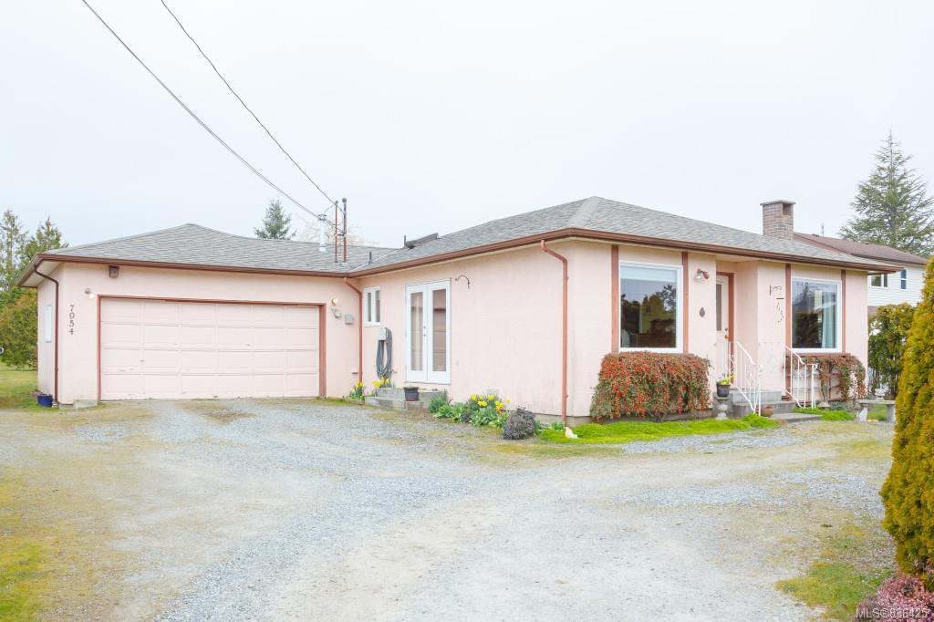 Main Photo: 7954 Lochside Dr in Central Saanich: CS Turgoose Single Family Detached for sale : MLS®# 836425