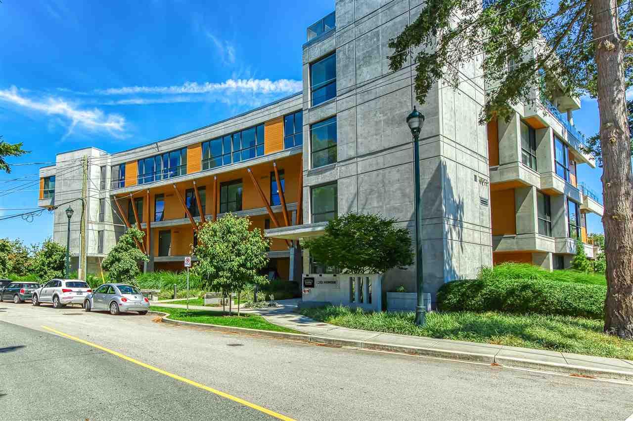 Main Photo: 202 1212 HUNTER Road in Delta: Beach Grove Condo for sale (Tsawwassen)  : MLS®# R2481051