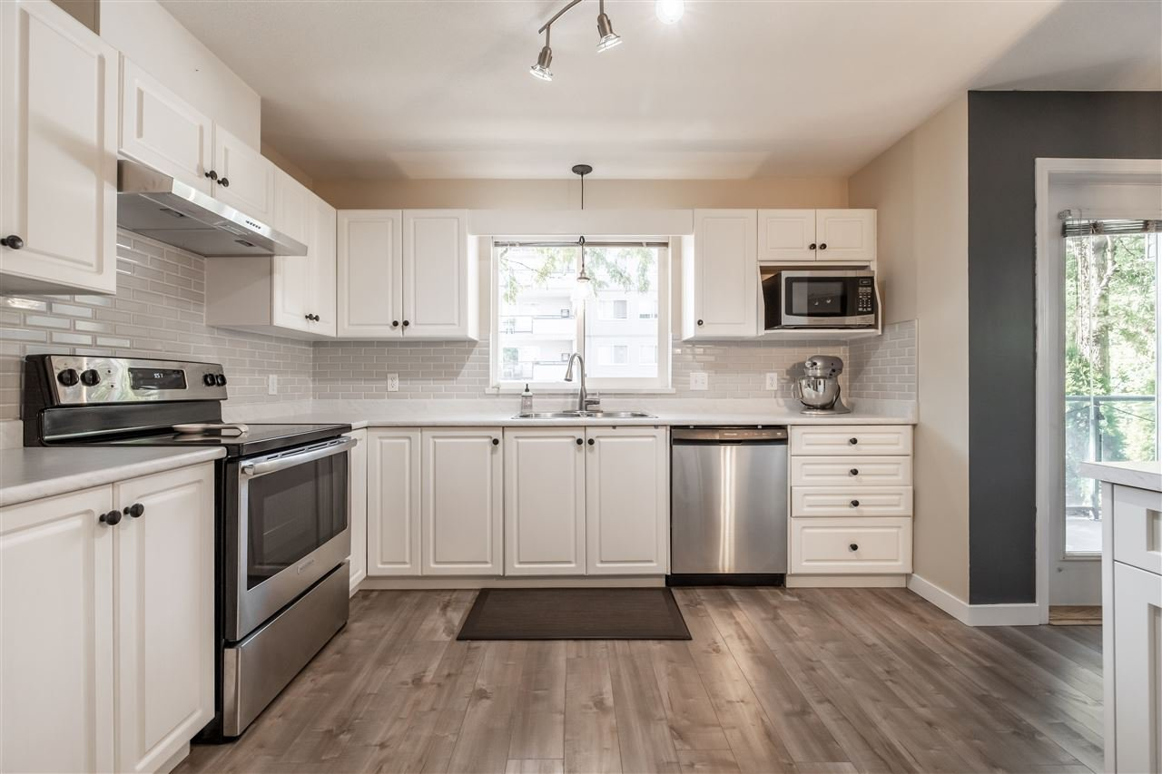 Photo 14: Photos: 110 33728 KING Road in Abbotsford: Poplar Condo for sale : MLS®# R2491004