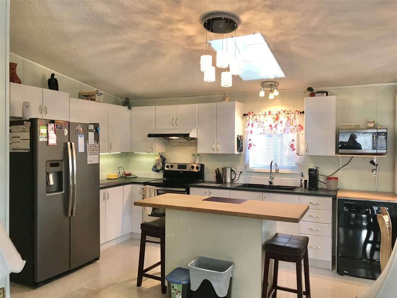 Photo 2: Photos: 4881 RANDLE Road in Prince George: Hart Highway Manufactured Home for sale (PG City North (Zone 73))  : MLS®# R2422011