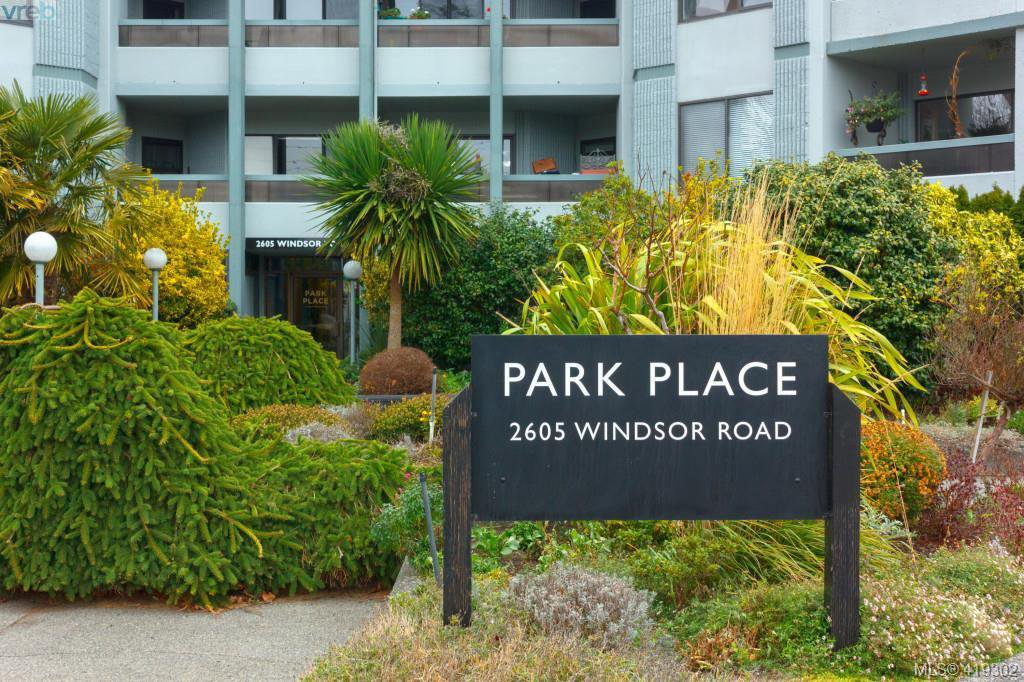 Main Photo: 103 2605 Windsor Road in VICTORIA: OB South Oak Bay Condo Apartment for sale (Oak Bay)  : MLS®# 419302