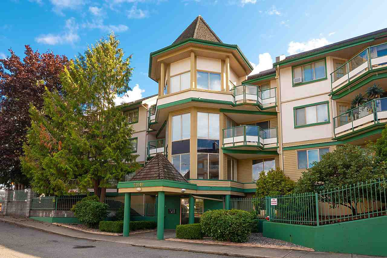 Main Photo: 204 20140 56 AVENUE in Langley: Langley City Condo for sale : MLS®# R2413316